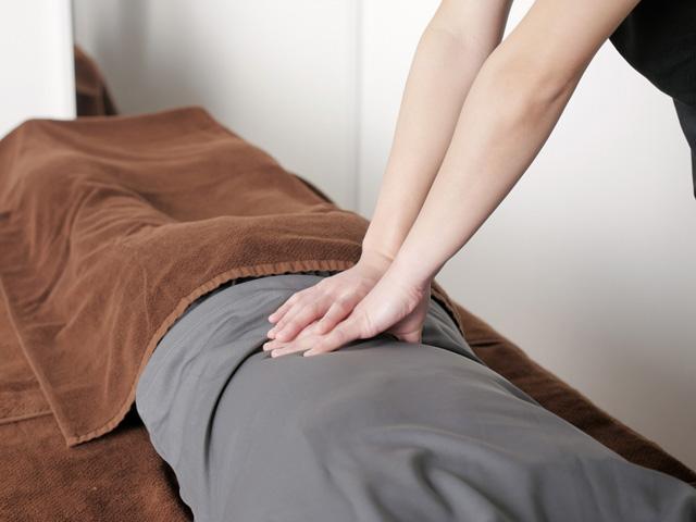 骨盤を正しい位置に戻すことで症状が改善します