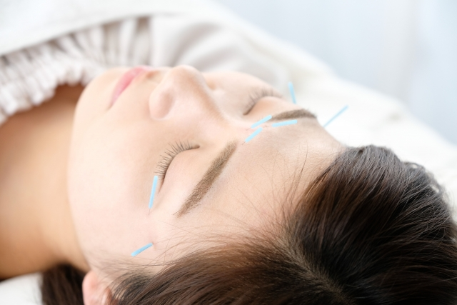鍼施術に加え身体の歪みを整えて症状を改善